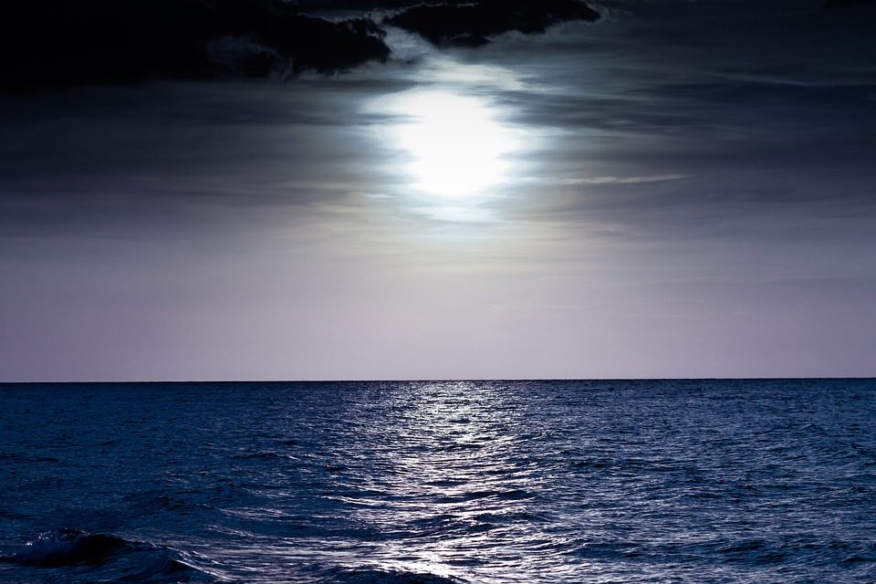 How the Moon and other factors affect our oceans